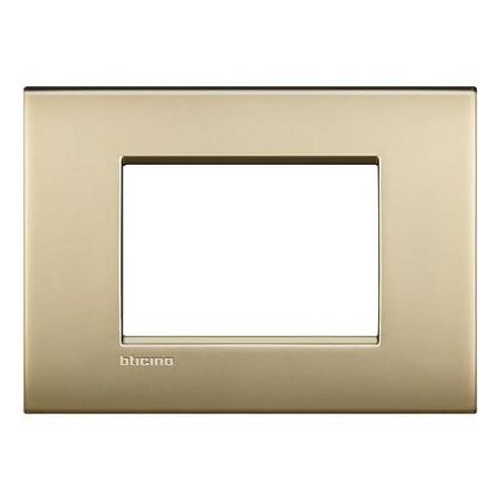 Placa Rectangular 3 Módulos Oro LNC4803OF Livinglight AIR BTicino