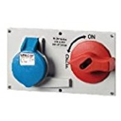 Base Industrial con Interruptor Mennekes 2P+T 32A 5696A 101100029